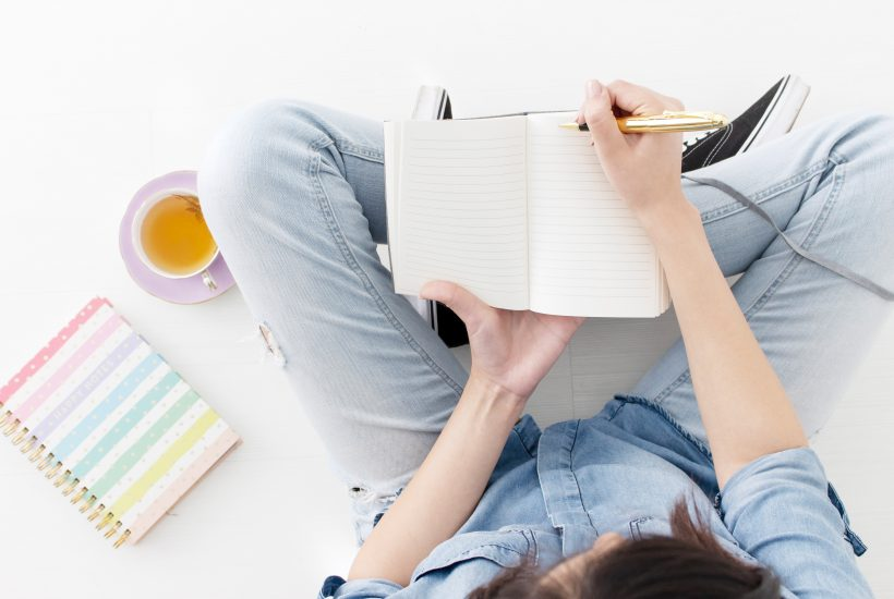 9 tips for getting through the afternoon slump | Mom In Combat Boots. Have trouble staying awake in the afternoon? Stay awake and maintain productivity with these 9 ways to help you stay awake during the day.